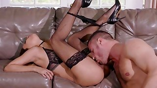 Sensual anal delight on the leather couch with Jade Jantzen